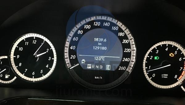奔驰e200仪表盘图解